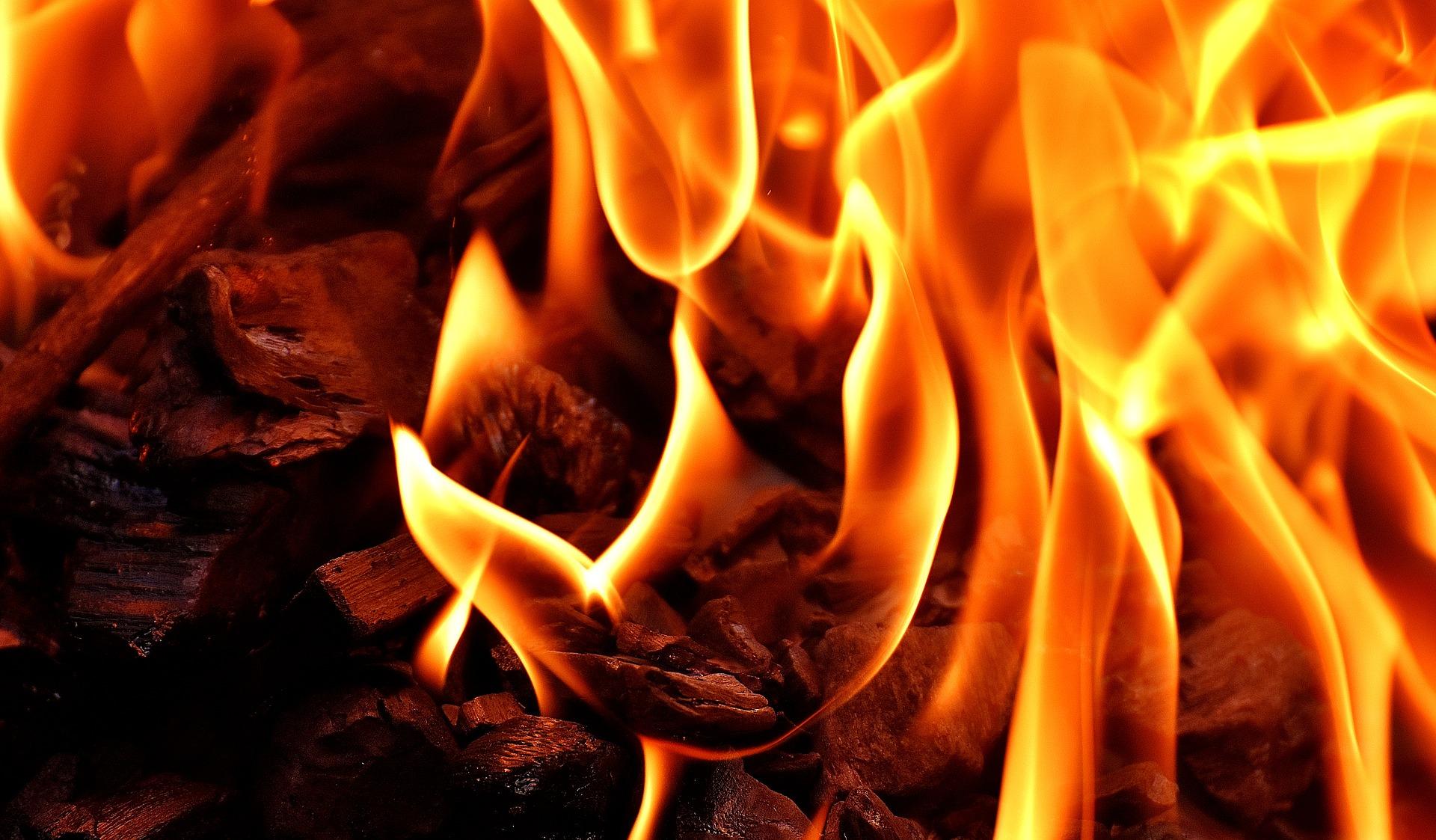 Neue Kleidung wird verbrannt
